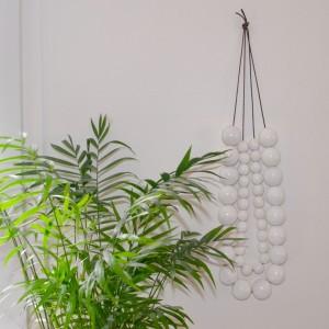 sophiejezequel-perles-decoratives-blanches-bois-peint